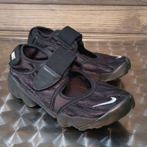 Women's Nike Air Rift Sneakers